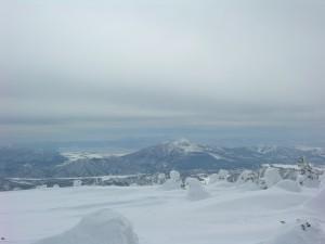 12裏磐梯から向こうに猪苗代湖が見えます のコピー